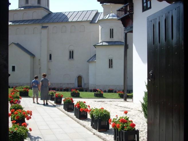 Slika 16 Manastir Mileseva, pogled kroz portu